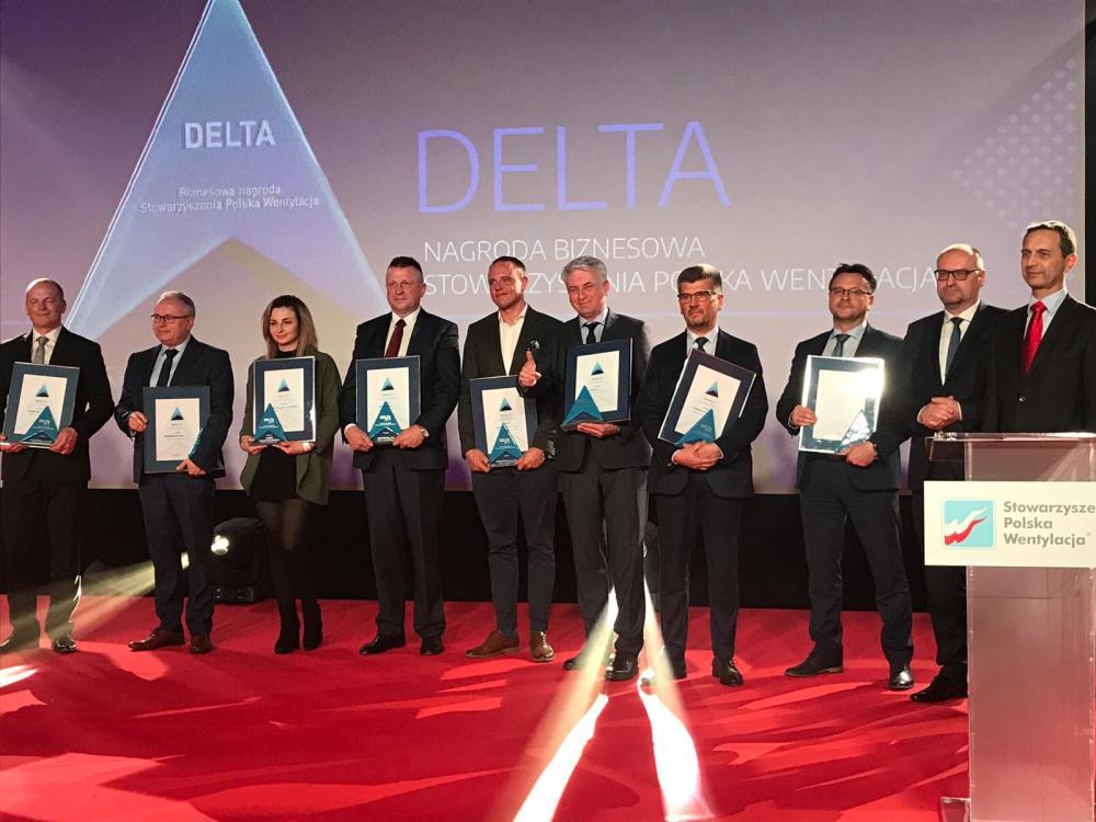 Marek Kupiec, Prezes Zarządu KLIMOR (na zdjęciu piąty od prawej), podczas uroczystej gali branżowej odebrał nagrodę DELTA 2019 Stowarzyszenia Polska Wentylacja.