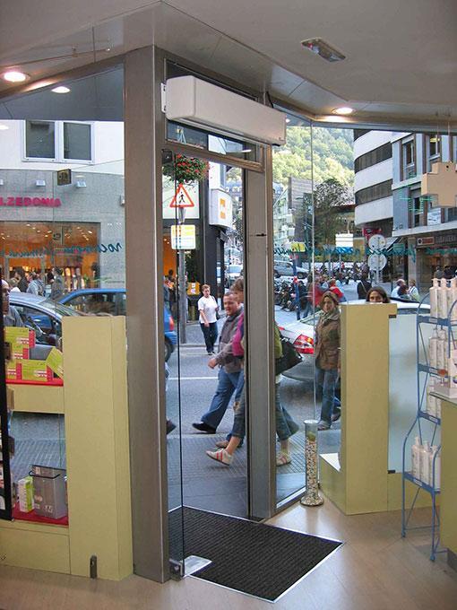 Kurtyna powietrzna Minibel - zastosowanie w niewielkim sklepie
