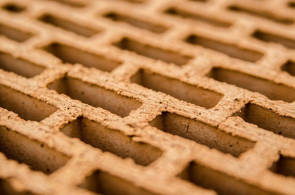 Dlaczego warto budować dom z wykorzystaniem nowoczesnej ceramiki budowlanej?