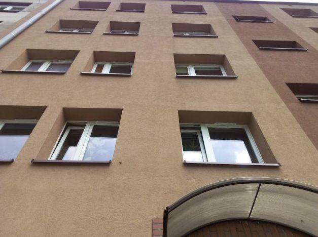 okna z nawiewnikami
